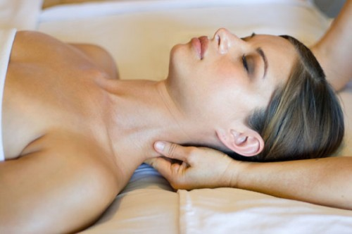 thyroid_problems_medical_massage